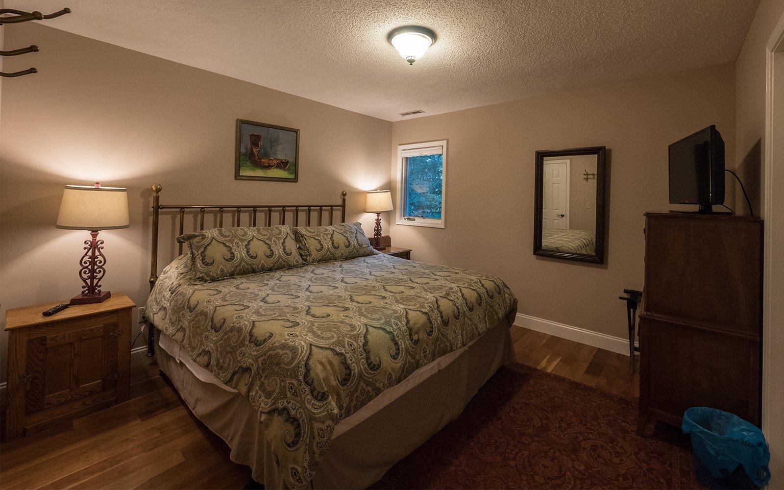 King bedroom - Inn Rooms in Brevard