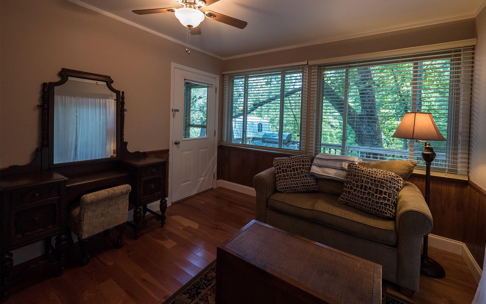 Sunporch Master Bedroom Hilt St house