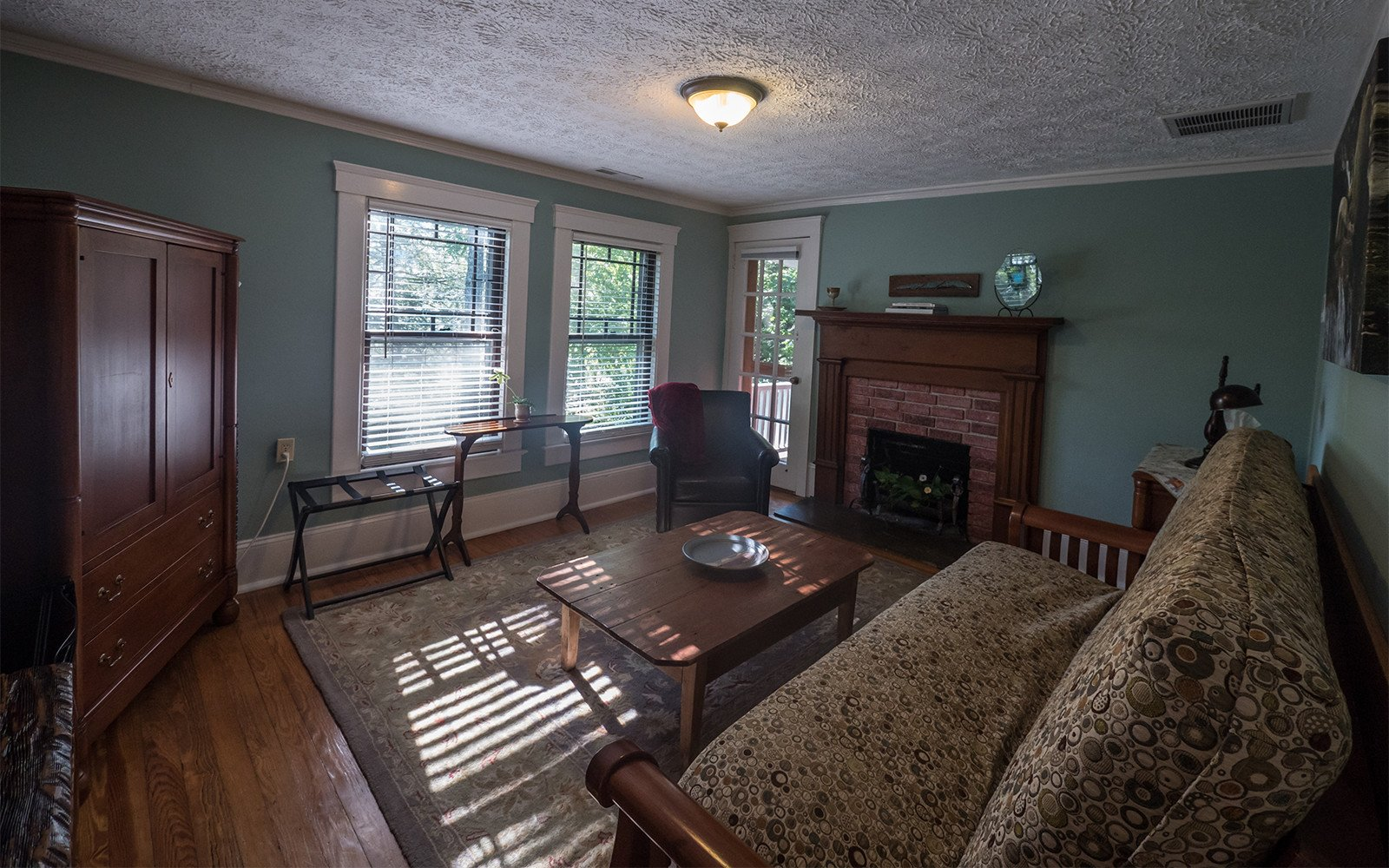 Taylor-Epworth-Suite-sitting-room