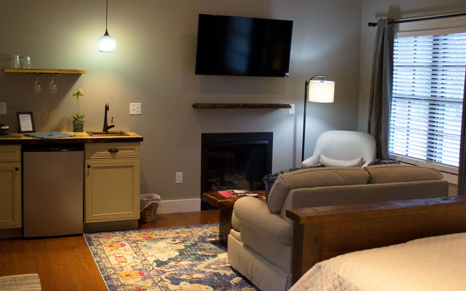 The Old Kitchen - Inn Rooms - Brevard NC