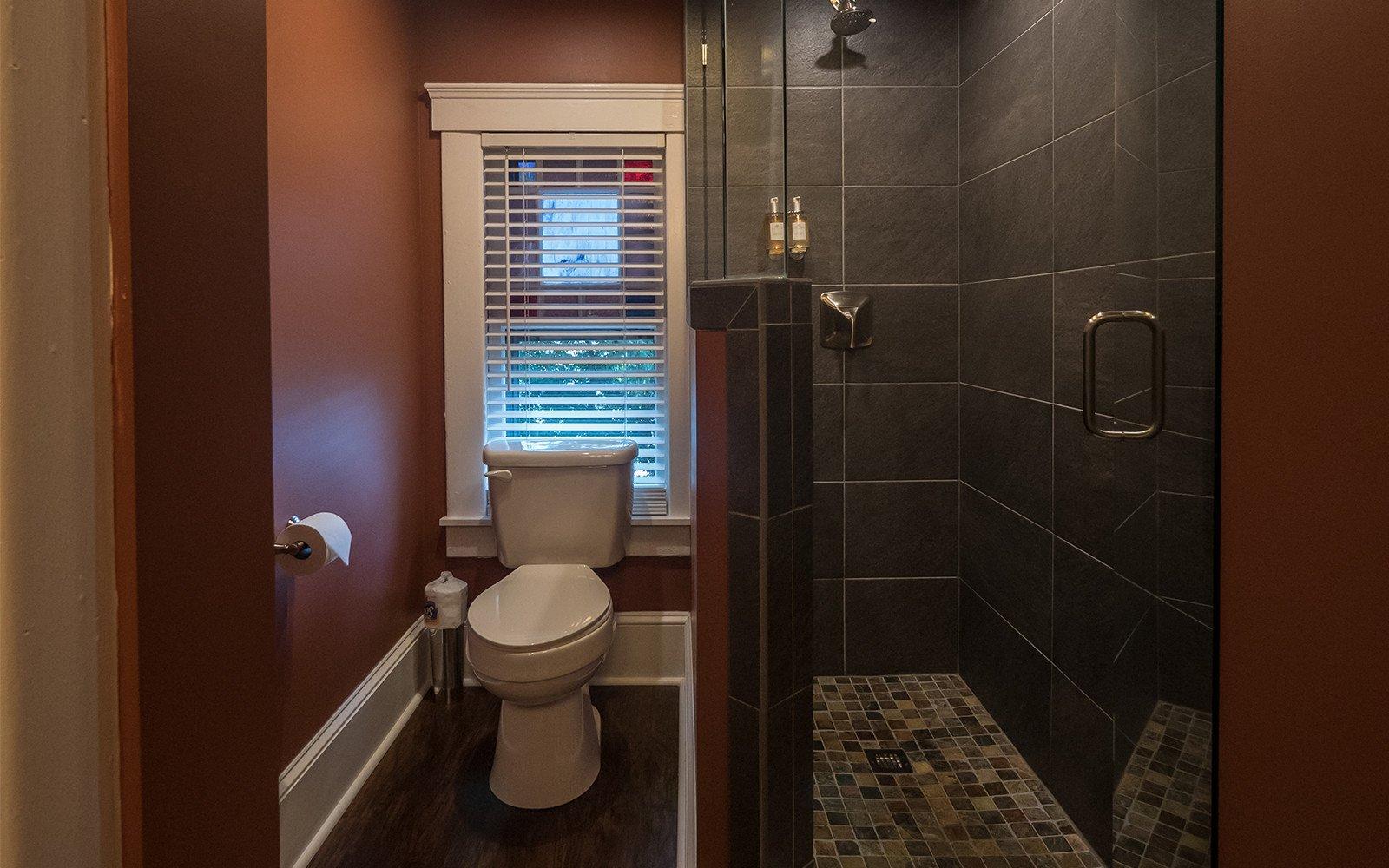 Braxton-bathroom