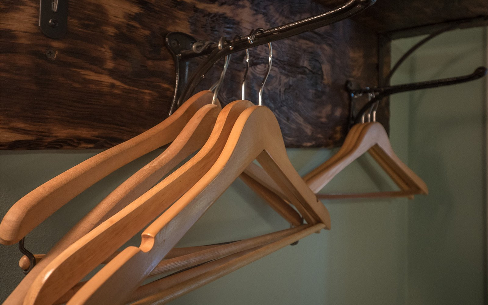 Custom-hanging-rack-Taylor-Epworth-Suite
