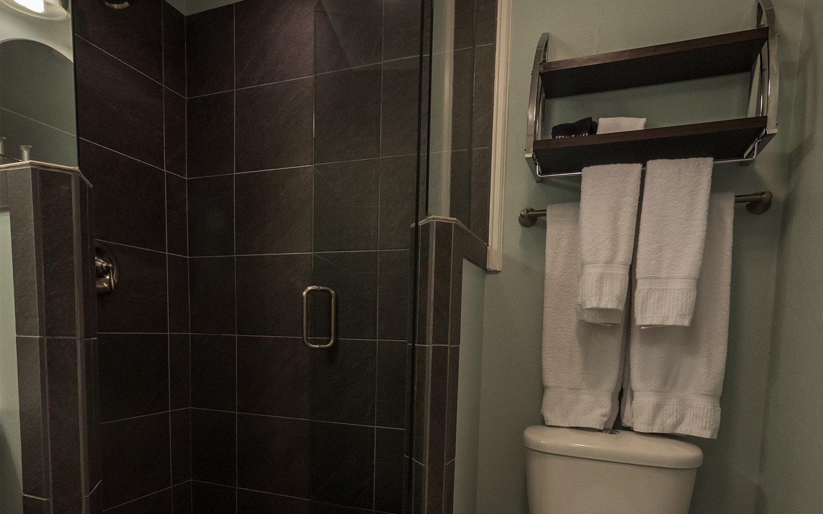 Leander-bathroom