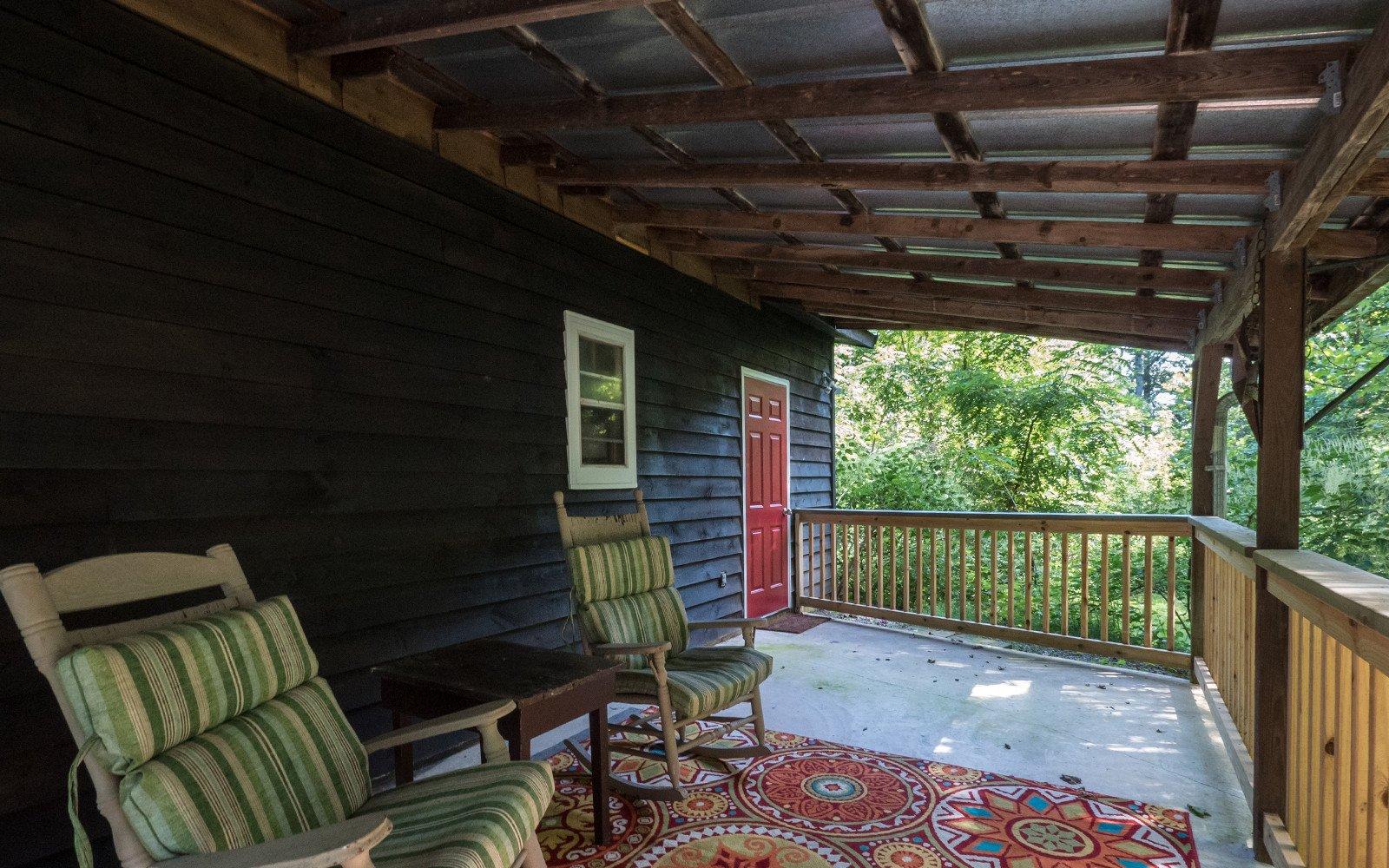 Entry-patio-at-Barn