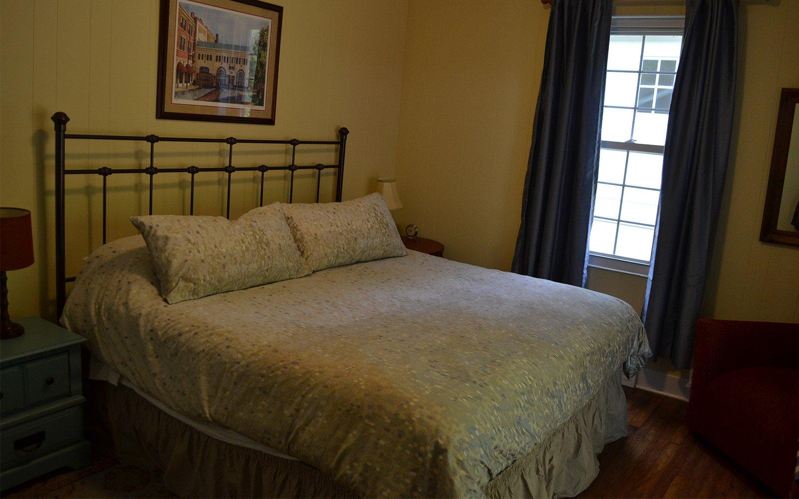 Franklin-Street-house-King-bedroom-2