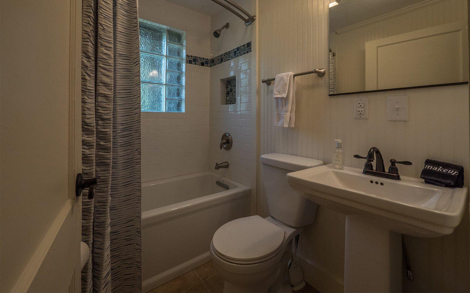 Guest-house-bathroom-2