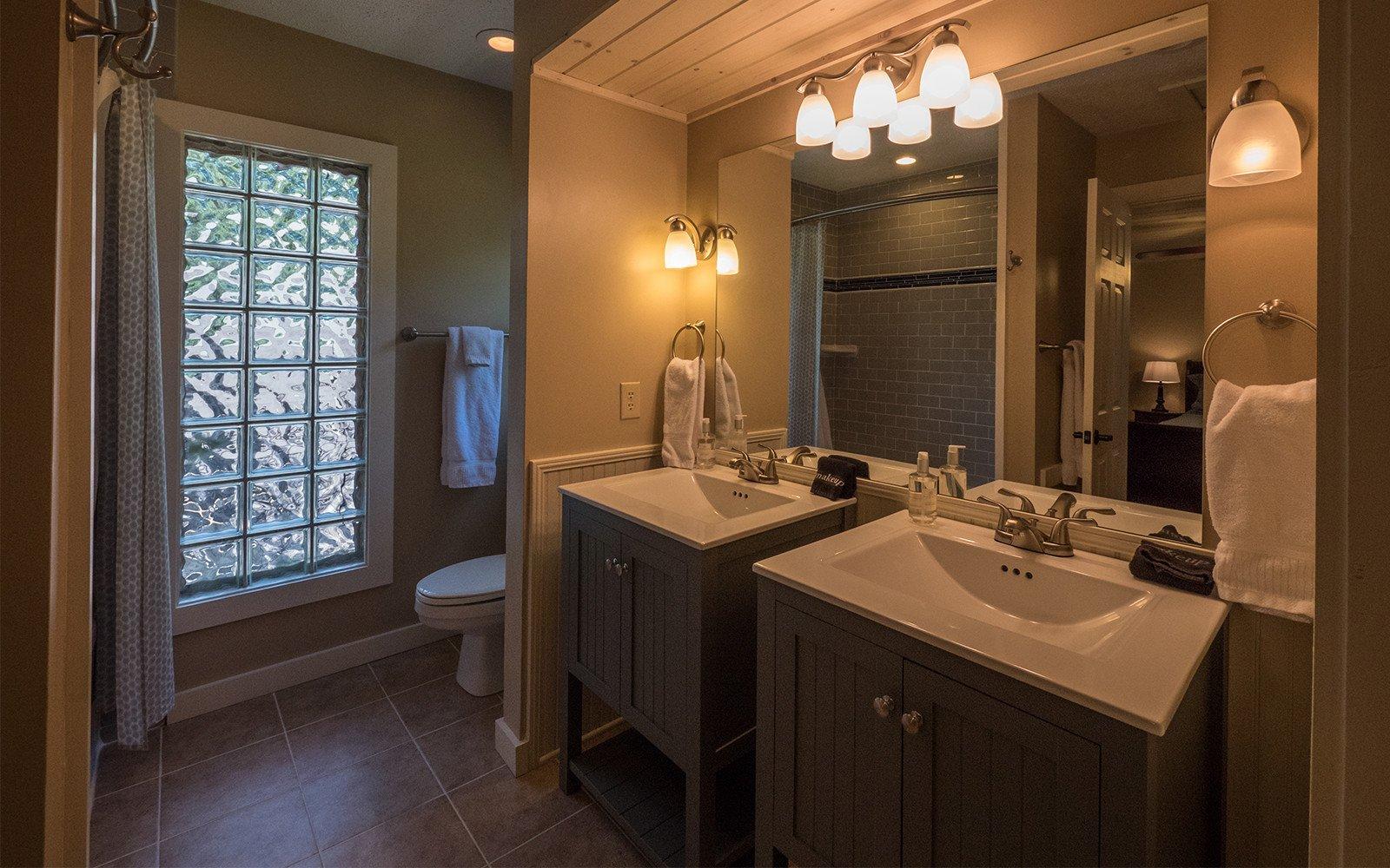 Guest-house-master-ensuite-bathroom